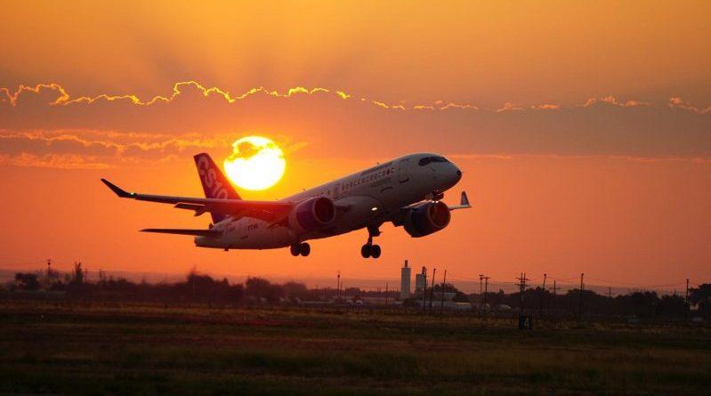 CS100 qui décolle au levé du soleil