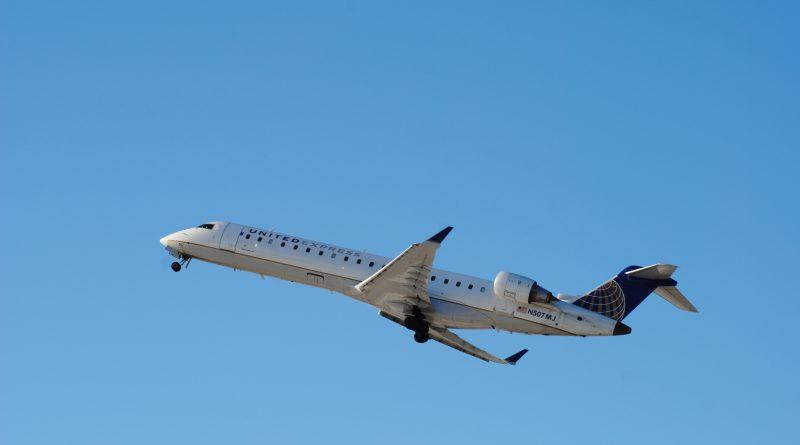 CRJ700 United Express