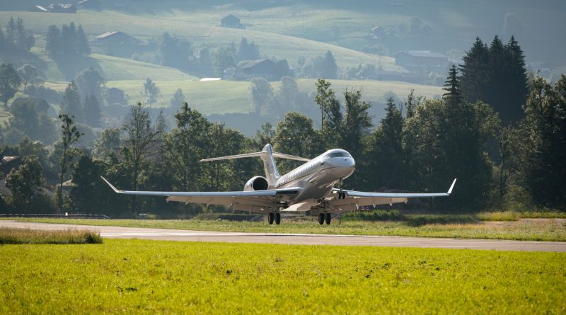 Global 7500 landing demonstration at Saanen:Gstaad